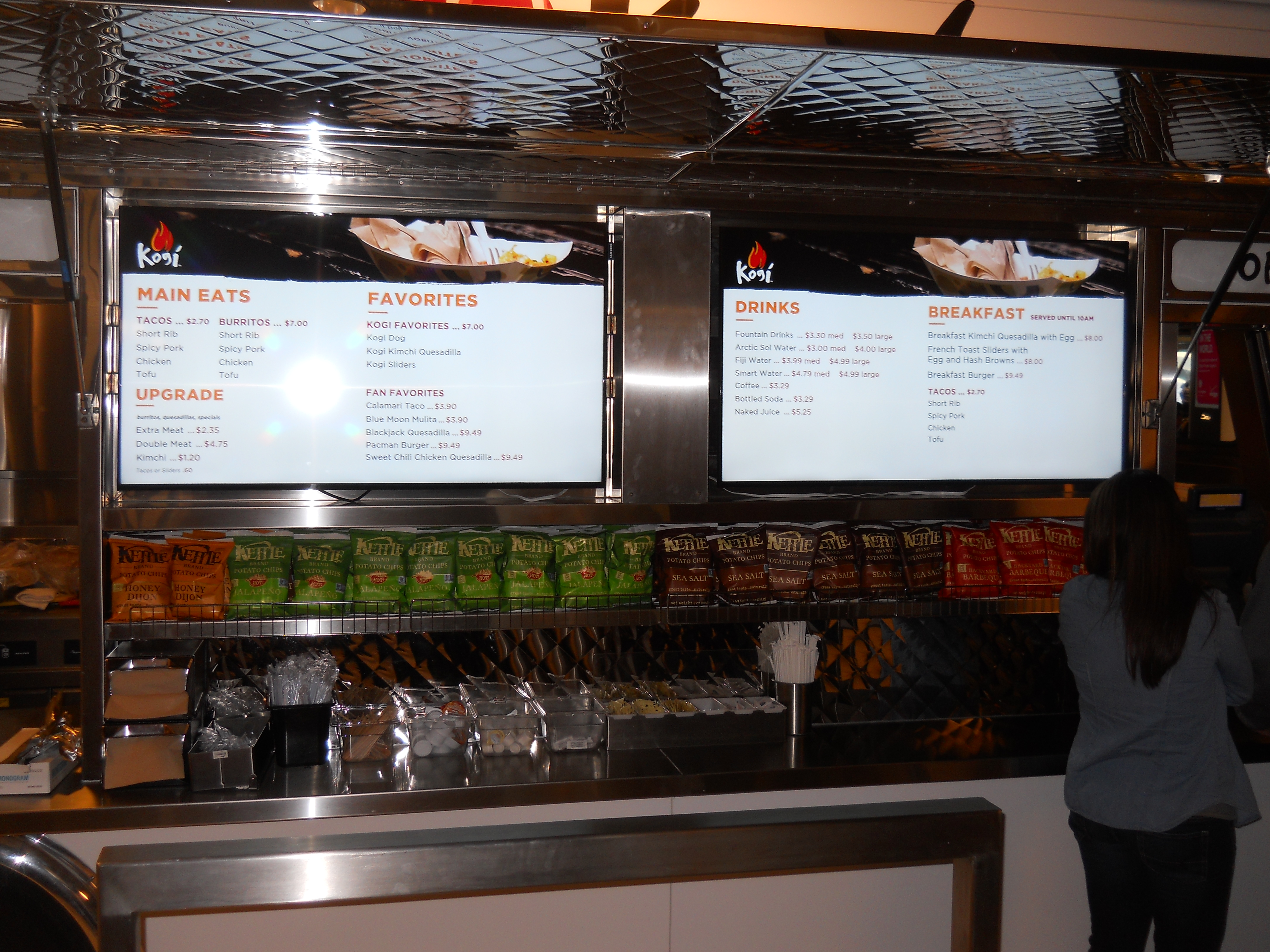Well-liked Kogi BBQ Opens at LAX with Digital Menu Boards | OSM Solutions VJ91