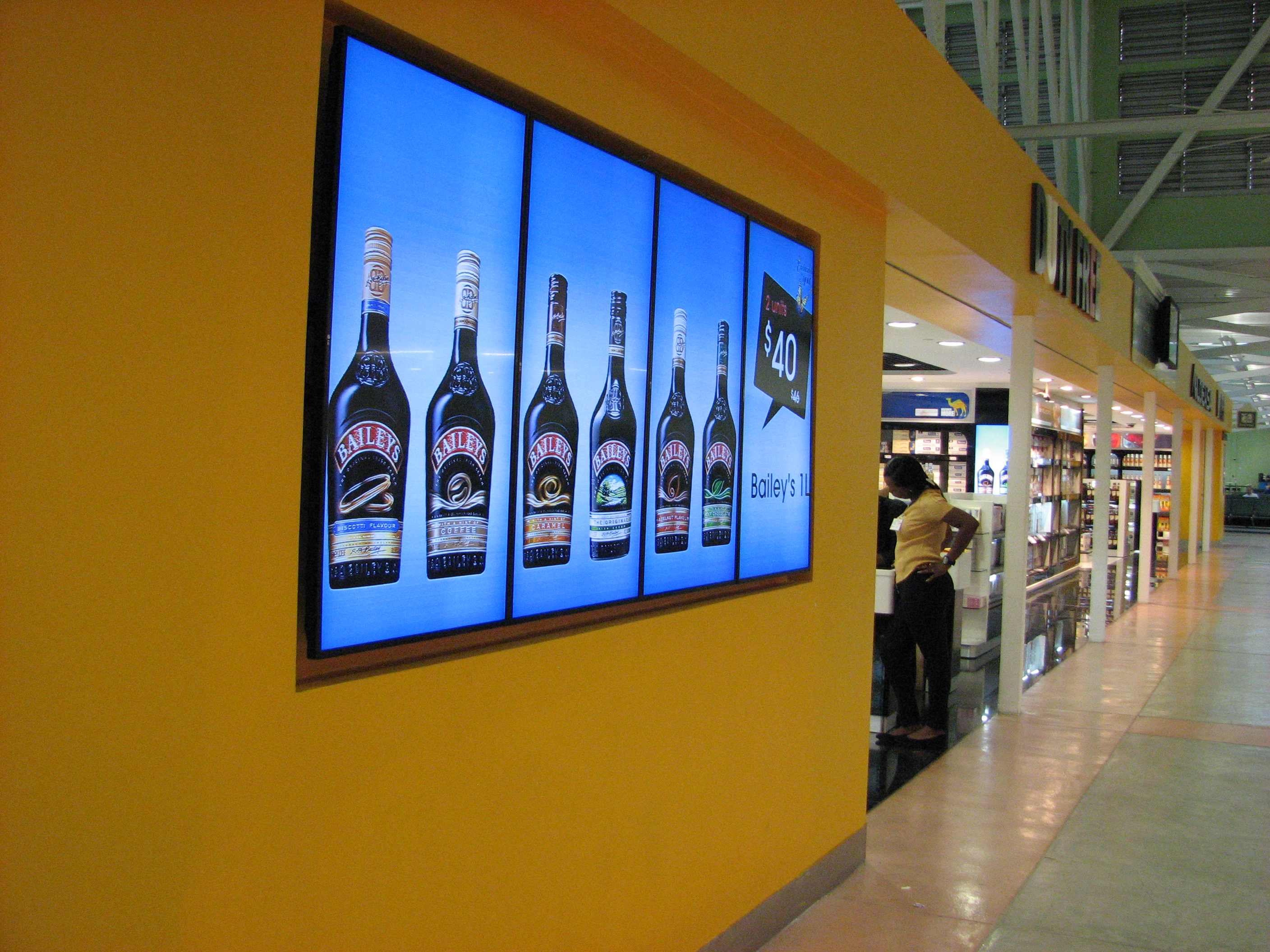 OSM Solutions provides video wall and digital signs for Aldeasa in Curacao